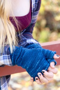 Ruckle Mitts clasped | The Knitting Vortex