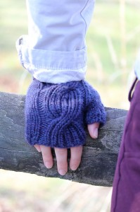 Laura Mitts cable | The Knitting Vortex