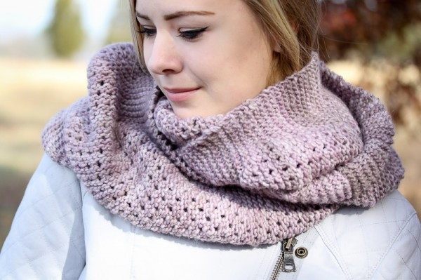 Yoli Cowl cover | The Knitting Vortex